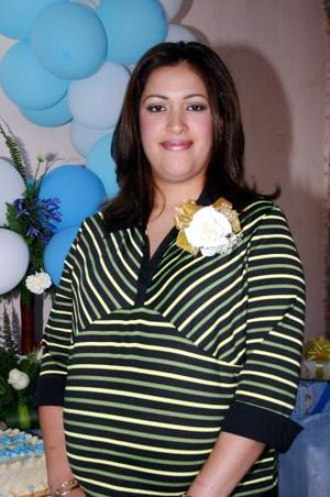Danae Cecilia Gómez Corrales recibió numerosos obsequios en la fiesta de canastilla que le organizaron por el próximo nacimiento de su bebé.