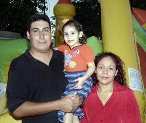 Sofía Alesandra Betancourt Rangel fue festejada por sus tres años, con un convivio organizado por sus padres, Miguel y Verónica Betancourt.