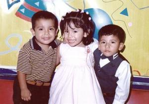 Carlos Torres Martínez celebró su tercer cumpleaños, con sus primos Marís Fernanda Delgado y Sergio Martínez
