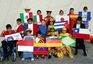 Los alumnos  del colegio San Roberto de Gómez Palacio, se unieron a la celebración
