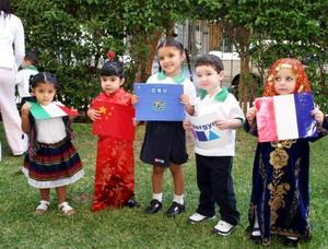 <u><i> 24 de octubre de 2004</u></i><p>  Uno de los grupos, en el festejo por el Día de las Naciones Unidas