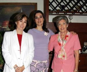 Mónica Saldaña de Villar festejó su cumpleñaos con un grato festejó que le ofrecieron su mamá, Martha Wolff de Saldaña y su hermana Martha Castrellón.