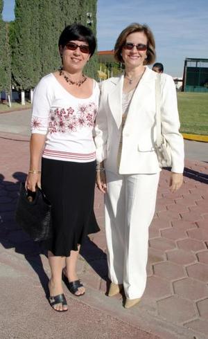 Bertha de Martínez y Ana Mary de Fernández