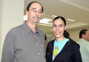<u><i> 24 de octubre de 2004</u></i><p>  Marcela Beltrán del Río viajó al DF y fue despedida por Salvador Beltrán del Río