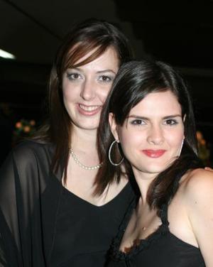 Eva Albores y Claudia Mendiola de González..