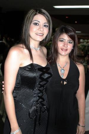 Sharon Lee de Bartoluchi y Karime Lee Chibli..