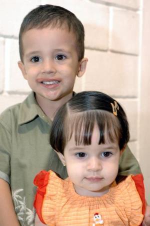 Juan Carlos y Fernanda Issa Beltrán del Río, captados en su fiesta de cumpleaños.