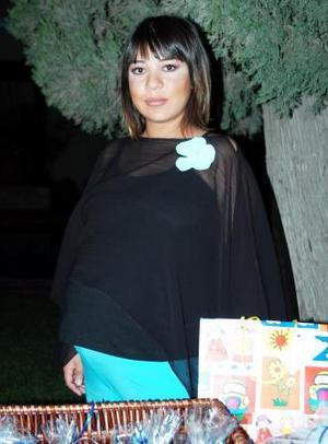 Mónica Barba de Enríquez disfrutó de una fiesta de canastilla que le ofrecieron por el bebé que espera.