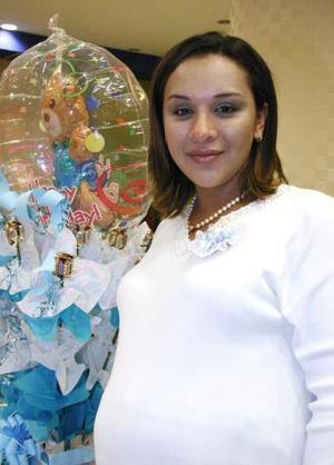 <u><i> 27 de octubre de2004</u></i><p>   Zaide Zárate de Pérez espera el nacimiento de su segundo bebpe para los últimos de noviembre.