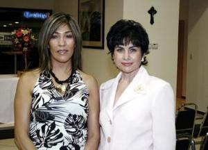 <u><i> 27 de octubre de 2004</u></i><p>   Rosy Estavillo y Cecy Ramírez.