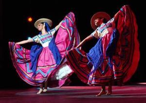 Bailan por México en el teatro Nazas
