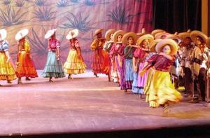 El nombre de Amalia Hernández fue suficiente para convocar al público lagunero, que colmó el recinto cultural, en lo que fue la última presentación de la temporada inaugural.