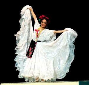 México es color y movimientos.. pasión y belleza... Así lo demostró el Ballet Folclórico de Amalia Hernández, en el Teatro Nazas.