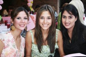 <u><i> 28 de octubre de 2004</u></i><p>  Karla Villa, Alma Cantú y Bárbara Luévanos