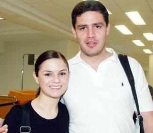 Norberto Valadez viajó al DF y fue despedido por Mary Carmen Martínez