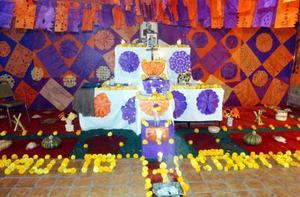 La Escuela Braulio Contreras rindió culto a quien le diera nombre, con un artístico altar de muertos elaborado por maestros y alumnos.
