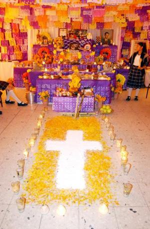 La Escuela Secundaria Técnica N°1 dedicó su altar a maestros.
