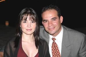 <u><i> 30 de octubre de 2004</u></i><p>  Alejandra Silveyra y René Ríos.