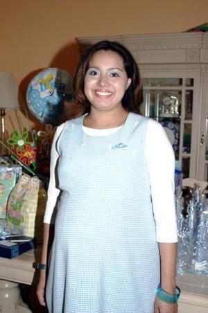 <u><i> 29 de octubre de2004</u></i><p>  Liliana Landeros de Aguirre recibió numerosos obsequios para su bebé, en su fiesta de canastilla.