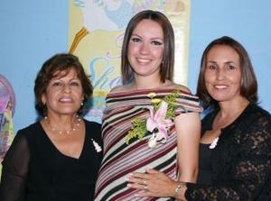 <u><i> 30 de octubre de2004</u></i><p>  Artemisa Hernández de Martínez disfrutó de una fiesta de canastilla, que le ofrecieron por el cercano nacimiento de su primer bebé.