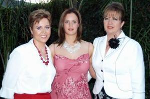 Cristina Villarreal Vargas disfrutó de un festejo pre nupcial que le organizaron familiares y amistades, con motivo de su cercana boda con Julio Fernández Gómez.