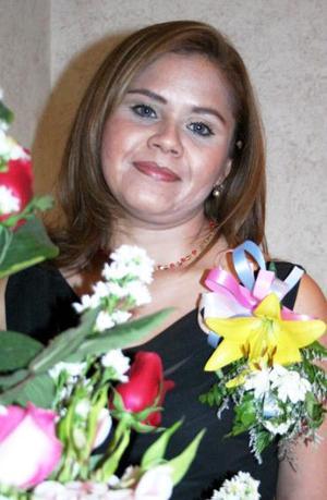 Rosa Elena Domínguez Borjas contraerá matrimonio con miguel Flores Valles, el próximo 27 de noviembre.
