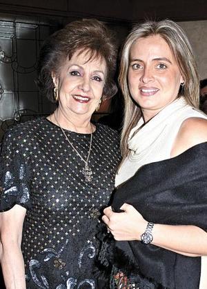 <u><i> 31 de octubre de 2004</u></i><p>  Soledad Llamas de Anaya y Mayté A. de Anaya.