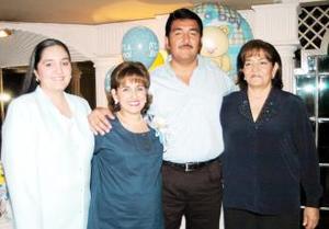 Adela María Hernández de Aldrete disfrutó de una fiesta de canastilla que le organizaron Guadalupe Calderón de Aldrete, Marisela y Marisol Aldrete Calderón, por el próximo nacimiento de su primer bebé.