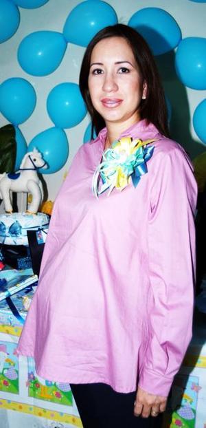 Ana Gabriela Román de Sáenz, captada en su fiesta de canastilla.