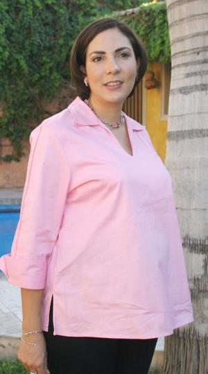Claudia Dávila de Cabarga recibió numerosos obsequios, en la fiesta de canastilla que le prepararon un grupo de amigos.