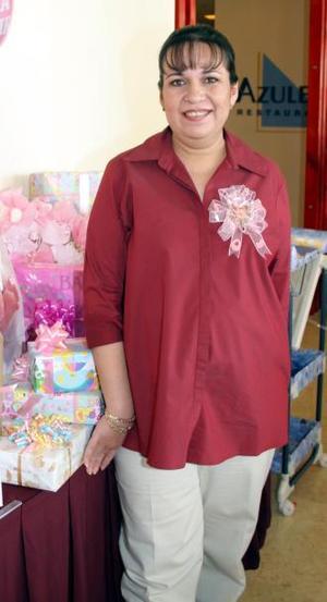 Olga Cecilia Massú de MAta espera el nacimiento de su bebé para los últimos días de noviembre, por lo cual sus familiares le organizaron una fiesta de canastilla.