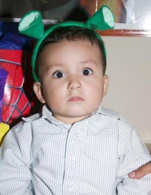 Miguel Ángel Carrillo Tovar cumplió un año de vida y sus papás, Édgar Adrián Carrillo y  Sandra Cristina Tovar, le organizaron una piñata.