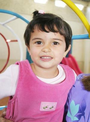 Rebeca Gómez Ortiz cumplió tres años de vida y sus paás, Jesús Hernández y Graciela Ortiz de Gómez, la festejaron con un divertido convivio infantil.