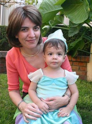 Adriana Jiménez junto a su mamá