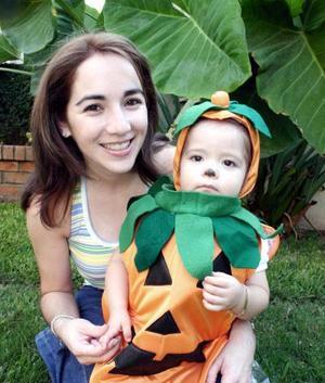 <u><i> 01 de noviembre de 2004</u></i><p> Natalia Morán con su mamá