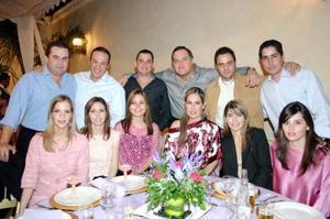Alejandro Safa, Antonio Ortiz, Jaime Russek, ALberto de la Rosa, Eduardo Ibargüengoitia y Alberto López acompañadas por sus respectivas esposa