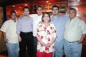 Juan Manuel Chapa Galiano en compañía de sus papás, Fernando CHapa y Rocío Chapa y por sus hermanos Fernando, Gerardo y Antonio