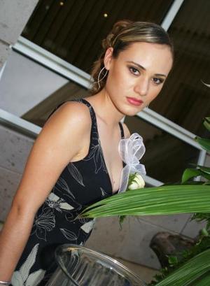 <u><i> 01 de noviembre de 2004</u></i><p>   Flor Hernández Rascón disfrutó de una despedida de soltera, por su próxima boda con José Eduardo Chávez Villarreal.