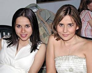Mariana Carmona y Gaby de Fernández.