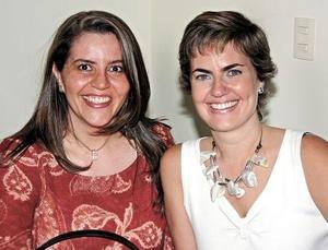 <u><i> 02 de noviembre de 2004</u></i><p>  Rocío de Celis y Marcela de Amarante.