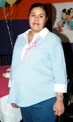 Wendy Nava de Reyes disfrutó de una fiesta de canastilla.