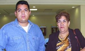 <u><i> 02 de noviembre de 2004</u></i><p>  Ruth Cárdenas de Cortez y Fernando Cortez viajaron a Los Ángeles, California.