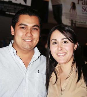 Elisa Esparza y Carlos García.