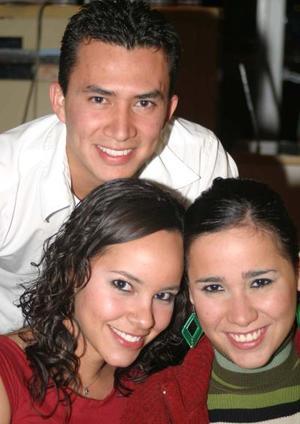 Isabel Loya, Hilde Guzmán y Rodo Salinas.