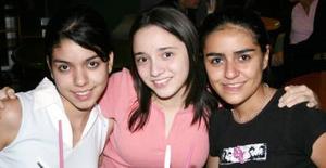 Neysia Buil, Mónyka Duarte y Cris Sandoval .