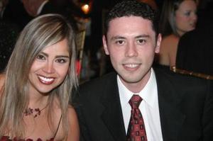 <u><i> 06 de noviembre de 2004</u></i><p>   Mary Carmen Mijares y Carlos Espinoza.