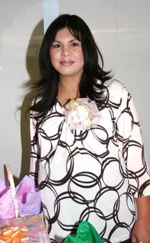 <u><i> 06 de noviembre de 2004</u></i><p>   Mirna Morales de Ortiz recibió lindos regalos, en la fiesta de canastilla que le ofrecieron.