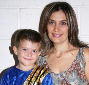 Pablo González Grageda celebró su quinto cumpleñaos, con una divertida piñata que le organizó su mamá susana de González.