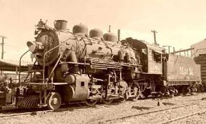 LA ARMONERA: En este lugar se encuentra una reproducción de una armonera (carretillero) con conexión a la vía. El edificio data de mediados del siglo pasado y fue restaurado con objetos de la segunda Estación de Torreón.  <p> -EL DEPARTAMENTO DE VÍA: En éste se exhiben herramientas que forman parte de la espina dorsal de todo el sistema ferroviario. Las vías en buenas condiciones, permiten a los trenes desplazarse con eficiencia y seguridad.  <p> -EL CABÚS: Aproximadamente data de los años 20 y era utilizado por las tripulaciones de los trenes de carga.  <p> -COCHE CAMPAMENTO: Esta pieza data de 1904, era utilizado como casa rodante por los empleados del Departamento de Vía. Cabe señalar, que un vagón lo habitaban dos familias y solamente el mayordomo de la cuadrilla era quien ocupaba un carro entero.