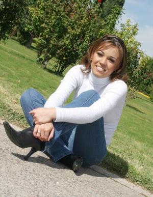 Nombre:Eloisa Álvarez V. Edad: 18 años Estudia: Centro de Estudios Lerdo Contemporáneo   Metas:Cursar la carrera de contabilidad